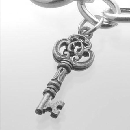 bracelet_hand